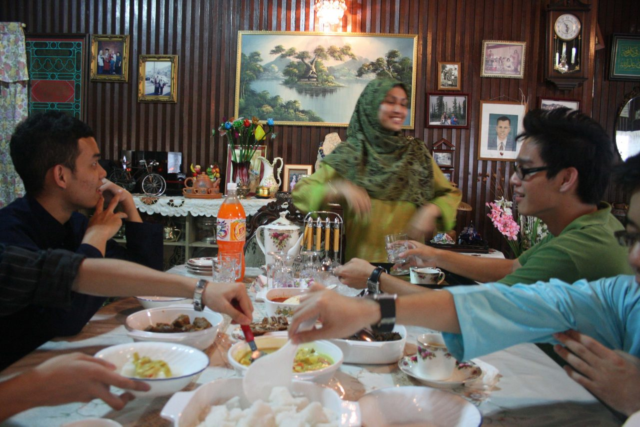 Liyana serving us the Raya spread (2)