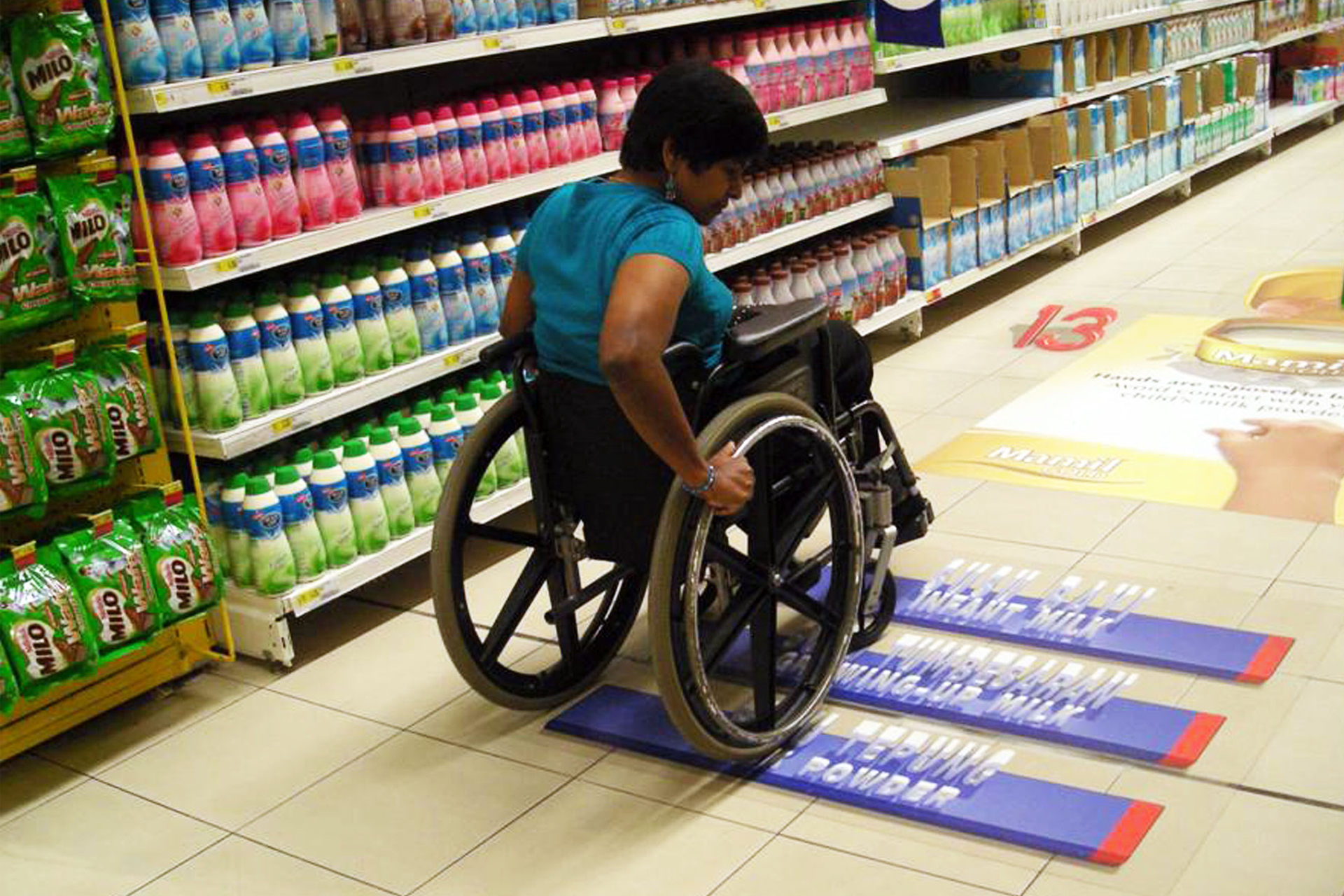 Signages on the floor useful for wheelchair users