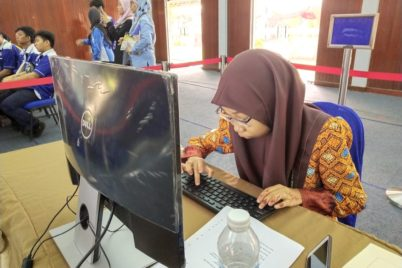 Najwa Mahmud concentrating on the task she was given at the competition