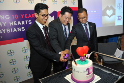 A cake cutting ceremony as Bayer celebrates 10 years of managing healthy hearts for Malaysians. (L-R: Associate Professor Dr Sazzli Kasim, Head of Cardiology Department, Faculty of Medicine, University of Technology MARA; Dr Kenneth Sim, Country Medical Director, Bayer Pharmaceuticals Division, Singapore & Malaysia; Dr Feisul Idzwan, Consultant Public Health Physician & Deputy Director, Non-communicable Disease, Ministry of Health, Malaysia)