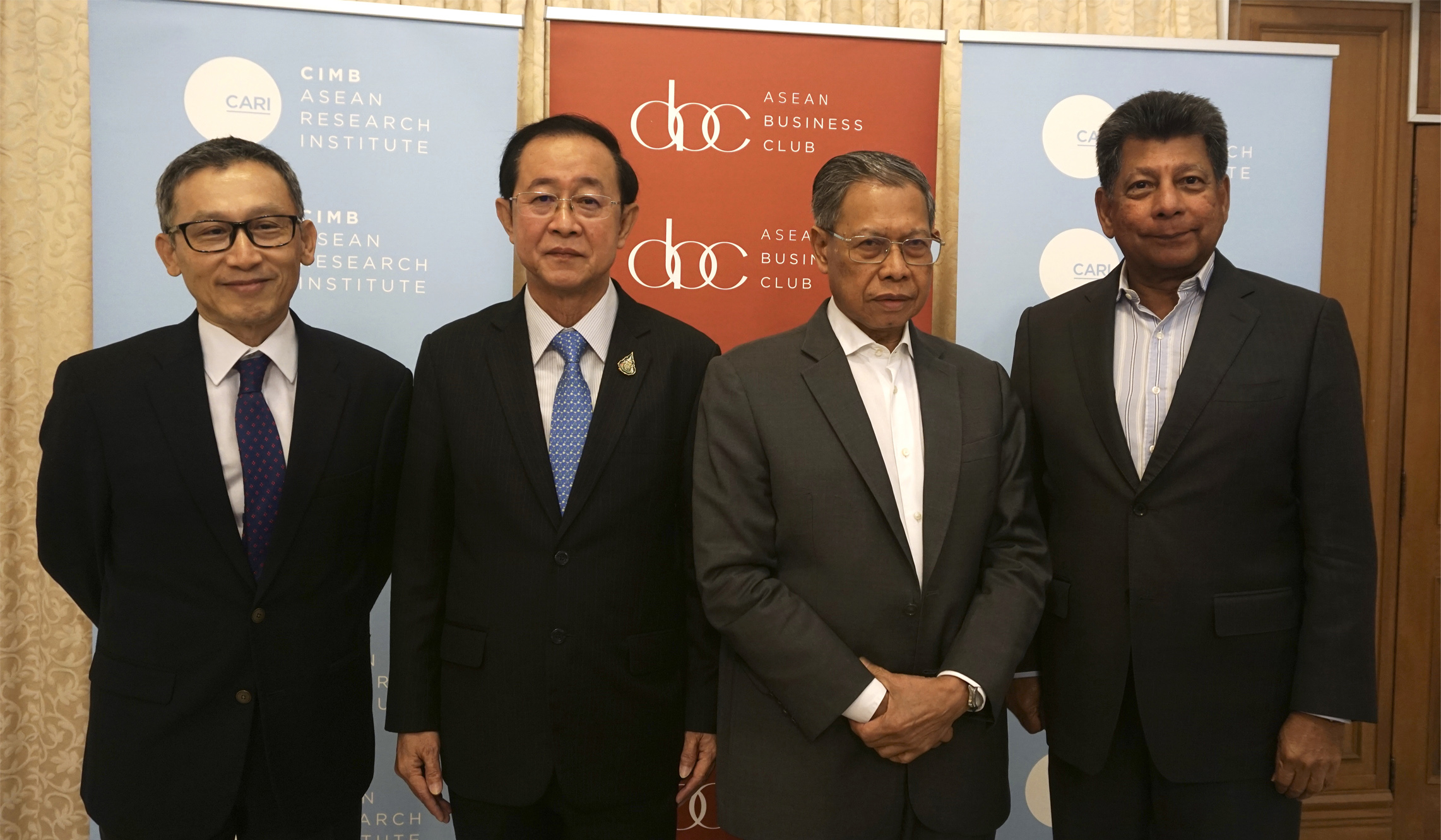 photo of (L-R): H.E. Narong Sasitorn, Ambassador of Thailand to Malaysia; H.E. Arkhom Termpittayapaisith, Former Minister of Transport Thailand; YB Dato' Sri Mustapa Mohamed, Chairman, Bumiputera Agenda Steering Unit (Teraju) and Member of Parliament for P30 Jeli; and Tan Sri Dr. Munir Majid, Chairman, CIMB ASEAN Research Institute and President, ASEAN Business Club.